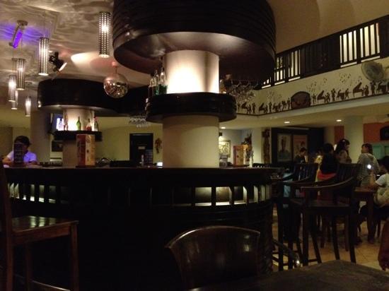 لوساري هوتيل آند فيلاز كوتا بالي: Wi-Fiフリーのレストラン