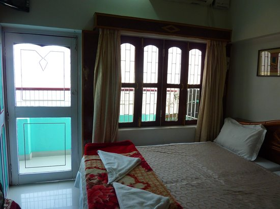 Kedareswar Bed & Breakfast: Larger Room, Ganges View