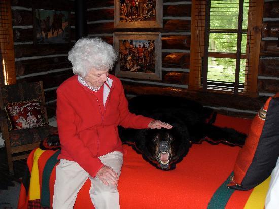 Spider Lake Lodge Bed & Breakfast Inn: Bear Room