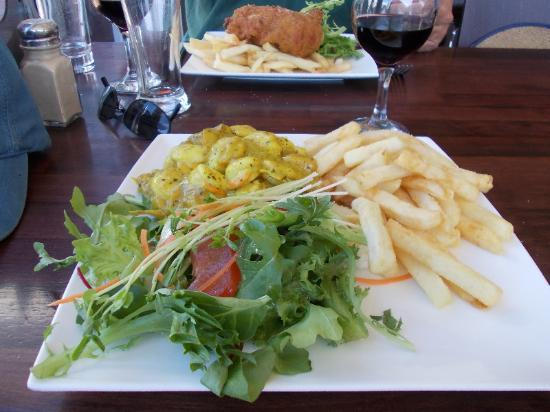 Bridport Bay Inn: Scallops in mango curry sauce