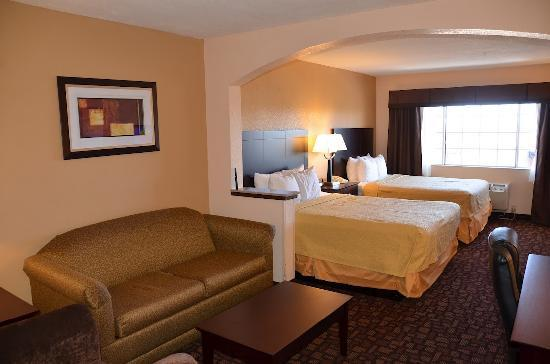 Comfort Inn & Suites: Two Queen Bed Room Suite