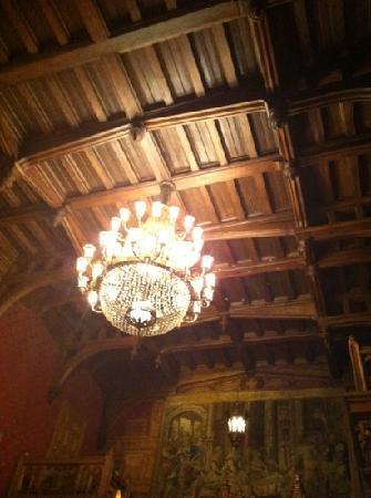 C.D.L. Restaurant : even the detail in the ceiling is paled by the food here