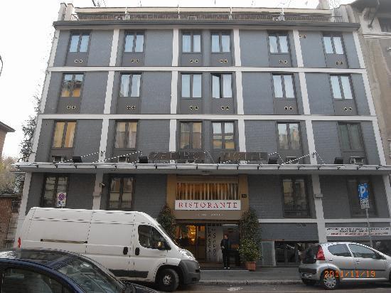 Zefiro Hotel: ホテル正面