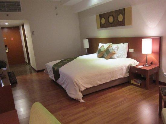 Century Park Hotel: big room