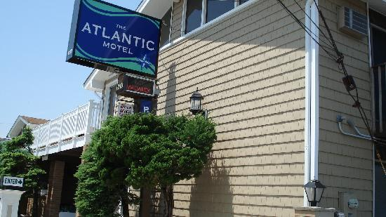 The Atlantic Motel: Walking down Broadway