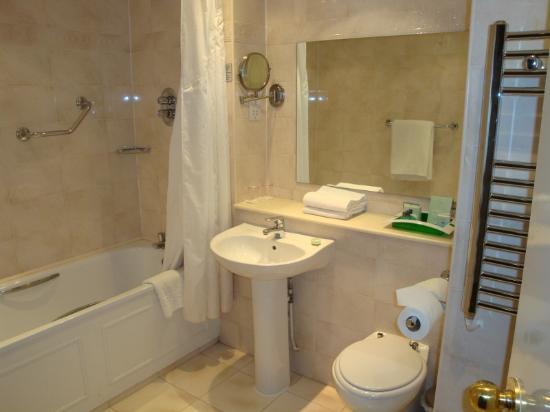 Holiday Inn Kenilworth - Warwick: Bathroom