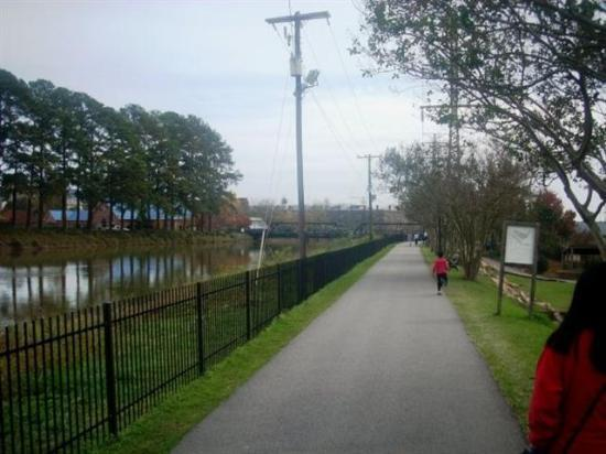 Columbia Canal and Riverfront Park: trail along side canal