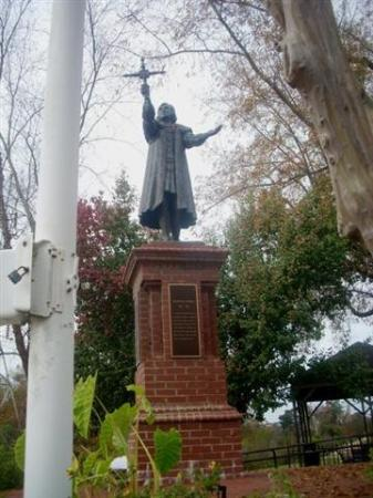 Columbia Canal and Riverfront Park: Christopher Columbus statue