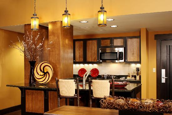 Bear Creek Mountain Resort: Executive Suite Kitchen Area