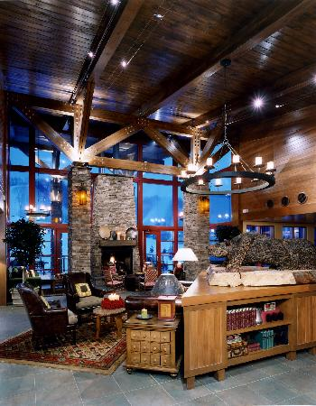 Bear Creek Mountain Resort: The Hotel Lobby