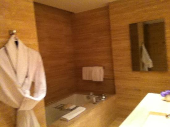 The St. Regis Bal Harbour Resort: Bathroom
