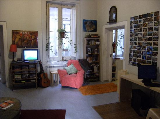 6 Small Rooms B & B: Common room