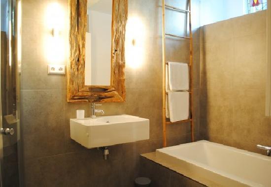 Amsterdam B&B Park9: bathroom with bath