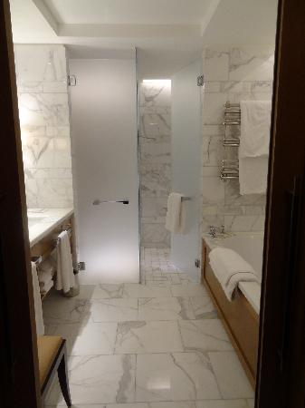 Corinthia Hotel London: Massive bathroom with TV and seperate shower and deep bath