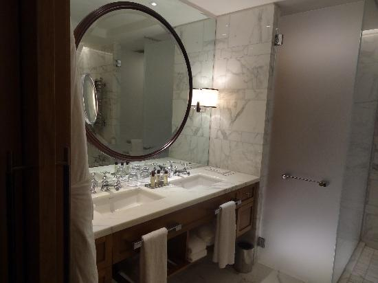 Corinthia Hotel London: Double sinks and massive mirrors