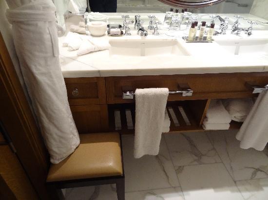 Corinthia Hotel London: Even stool to helo you get into the deep tub