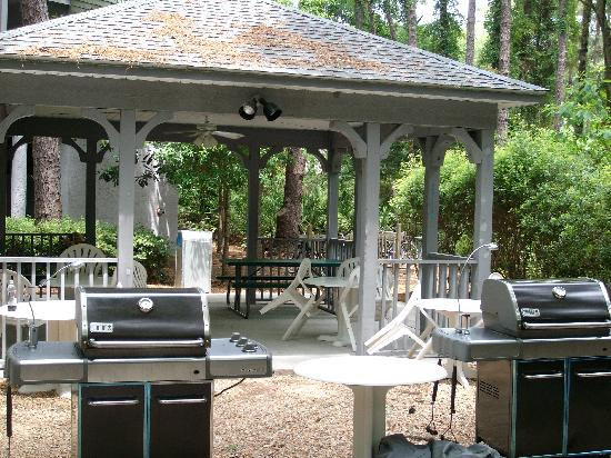 Royal Dunes Resort: Grills/Gazebo