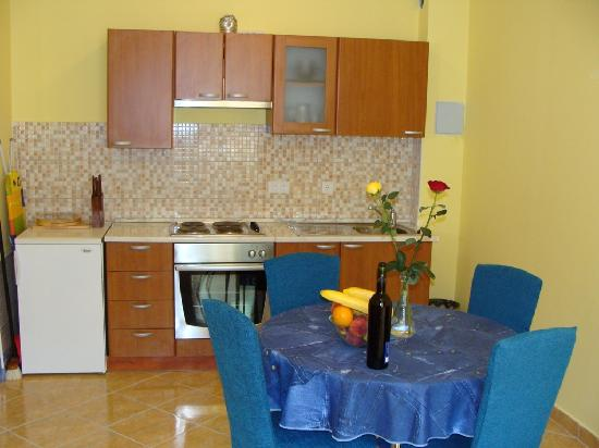 House Klaudija: One bedroom apartment-kitchen