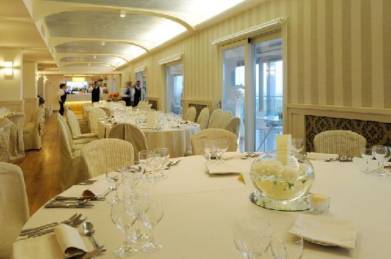 Matrimonio Spiaggia Alghero : Matrimonio nel ristorante panoramico picture of hotel catalunya