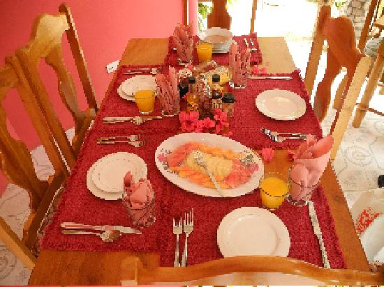 Coral Cottage Jamaica Breakfast table setting & Breakfast table setting - Picture of Coral Cottage Jamaica Little ...