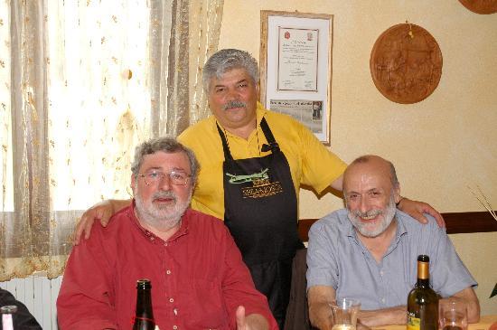Pavullo Nel Frignano, İtalya: Francesco Guccini e Carlo Petrini assieme all'oste