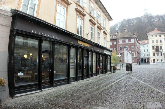 Paninoteka Restaurant: Nice location looking over the Ljubljana's castle..