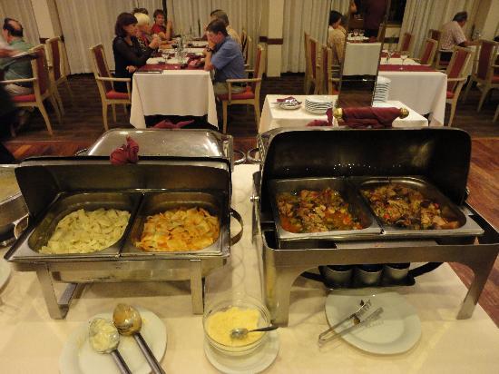 Exe Hotel Cataratas: Bufet cena