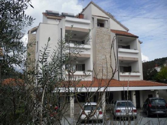 Apartments Vojin: House