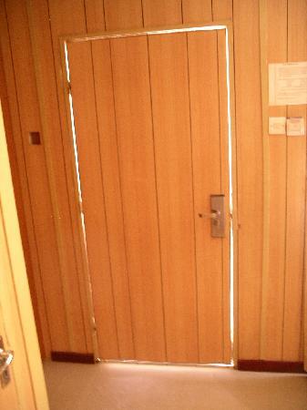 Shalom Hotel : Zimmertür von innen