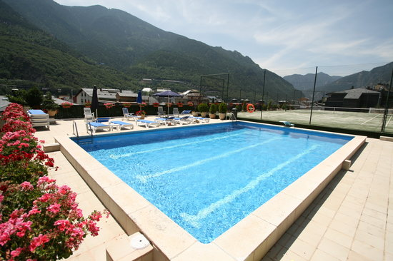 Hotel Pyrenees: Outdoor Swimming-pool - Piscina Exterior