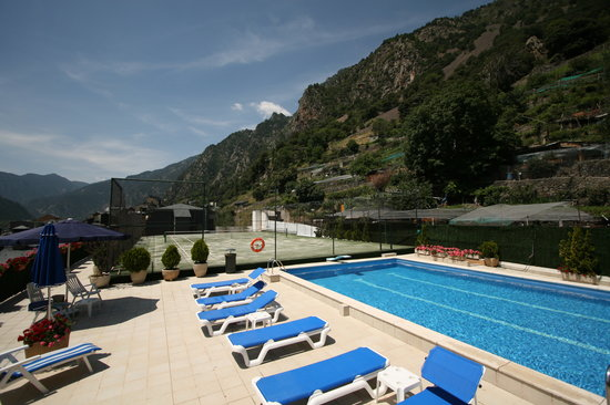 Hotel Pyrenees: Outdoor Swimming-pool * Piscina Exterior