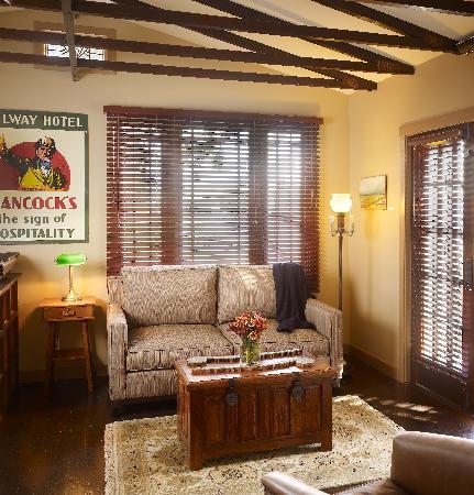 Venice Beach Eco Cottages: Papa Cottage - Living room