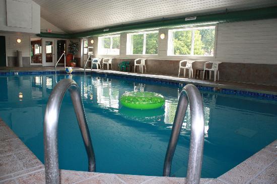 باركوود لودج: indoor heated pool
