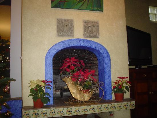 Quinta del Sol: Fireplace in la sala