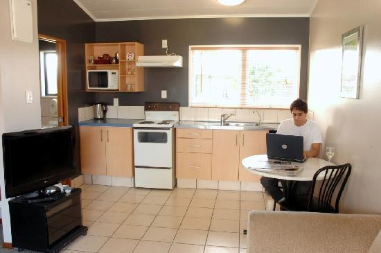 Teal Motor Lodge: Studio With Kitchen