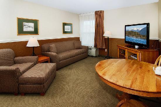 Boothill Inn & Suites: Our comfortable suite is perfect when you need that extra room.