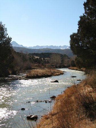 Ridgway, CO: Picnic area by the Uncompahgre with mountain views