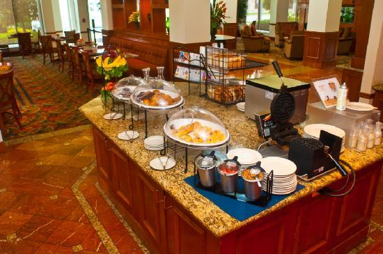 Hilton Garden Inn Houston Westbelt: Fresh pastries, fruits, home-made waffles and pan cakes, and much more
