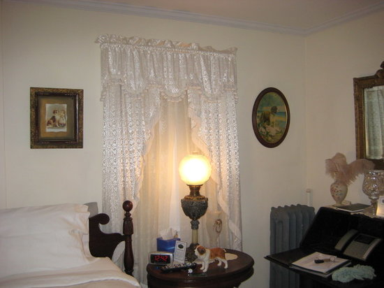 1910 House Bed and Breakfast: St Bernard room
