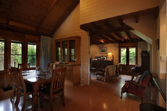 Kangaroo Island Garden Cottages: Cottage Dining Room