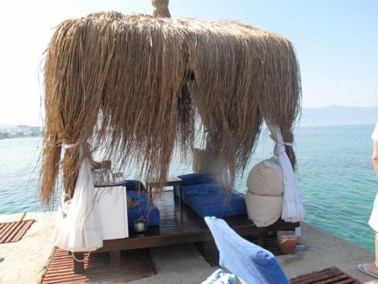 Fantasia Hotel De Luxe Kusadasi : cabanas available for day rental