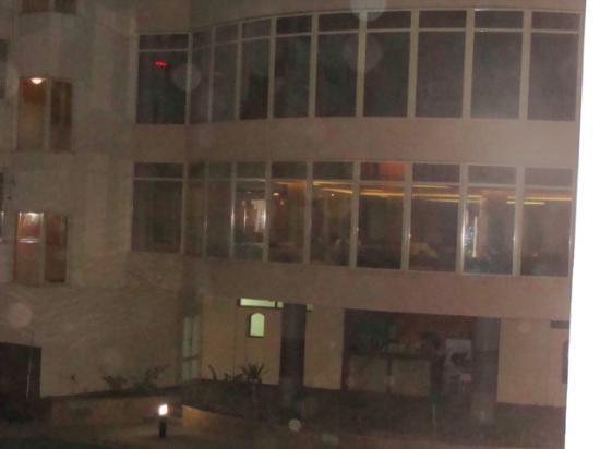 Nubanile Hotel : la hall e il ristorante visti dalla nostra stanza