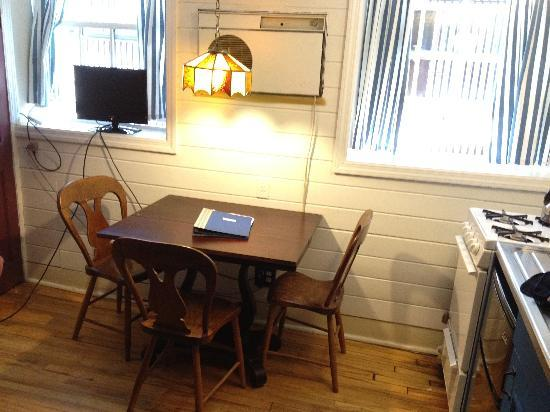 Jones Street Guesthouse: Dining table