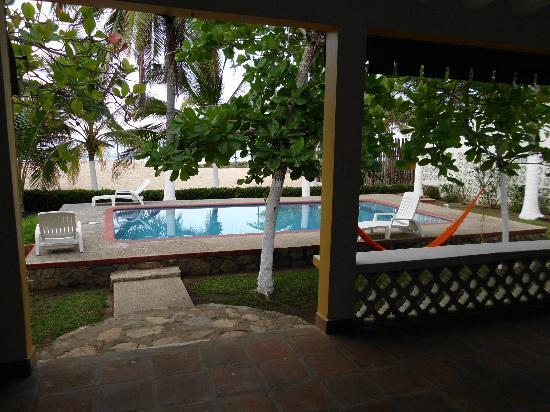 Sol y Arena Beach Hostel: Swimming pool right outside