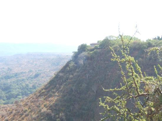 Lake Manyara Wildlife Lodge: Looking up the rift escarpment towards the hotel