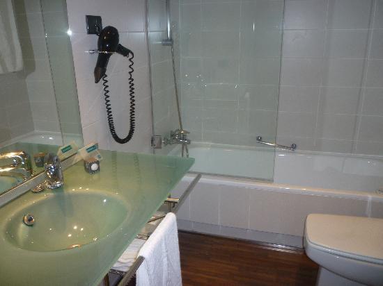 AC Hotel La Linea : Bathroom