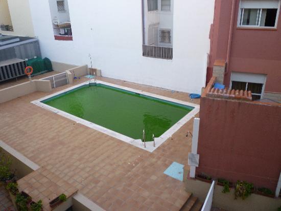 La Línea de la Concepción, España: The revolting pool!