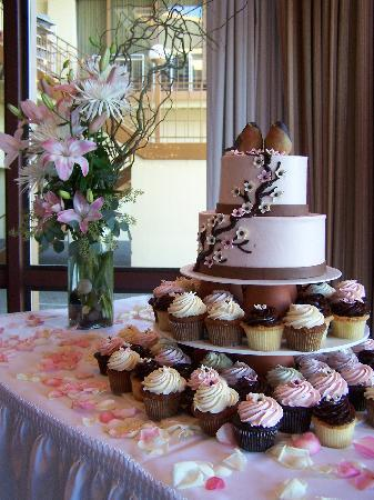 Wedding Cake And Cupcakes Photo De The Dessert Tray Beaverton