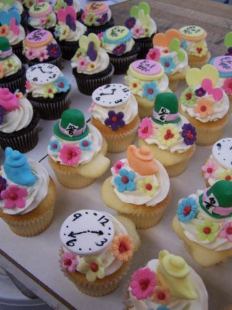 mad hatter cupcakes - photo #32