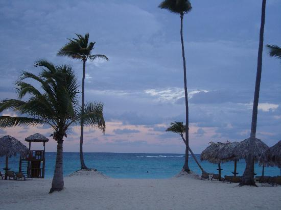 Iberostar Grand Hotel Bavaro: Beach view in the evening